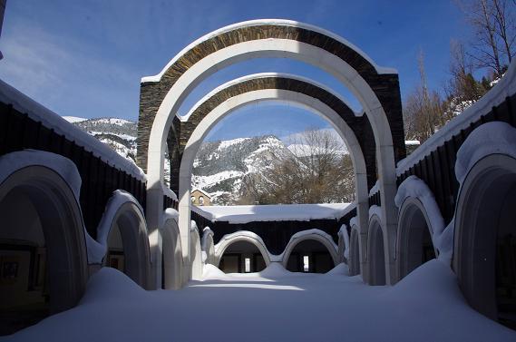 Disfrutar de un Conjunto Histórico en medio de la nieve es posible en Andorra