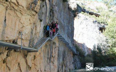 El espectacular paseo por la Ruta de las Pasarelas de Alquézar (Huesca)